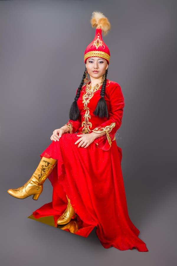 """全国costumeâ€的美丽的哈萨克人妇女""""储蓄图象 免版税库存图片"""