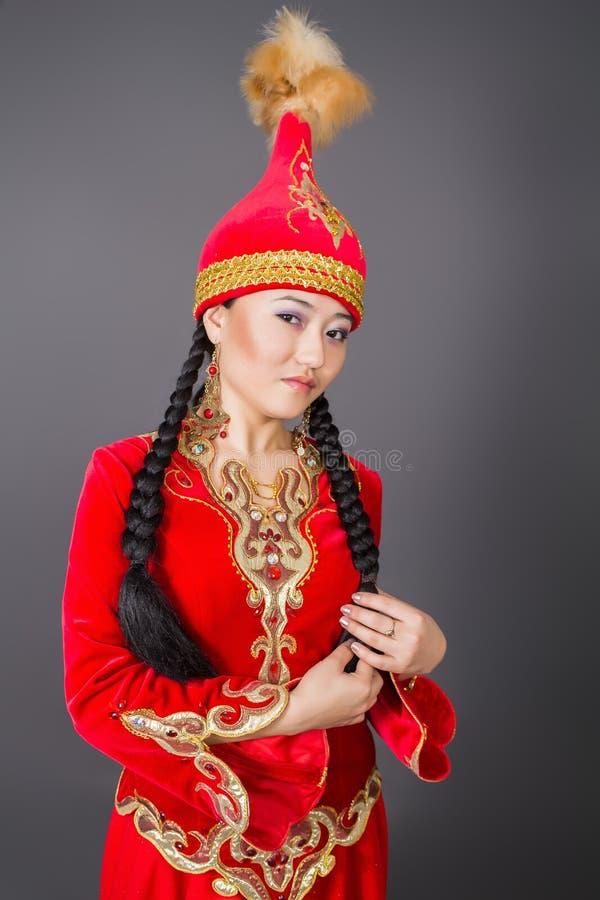 """全国costumeâ€的美丽的哈萨克人妇女""""储蓄图象 免版税库存照片"""