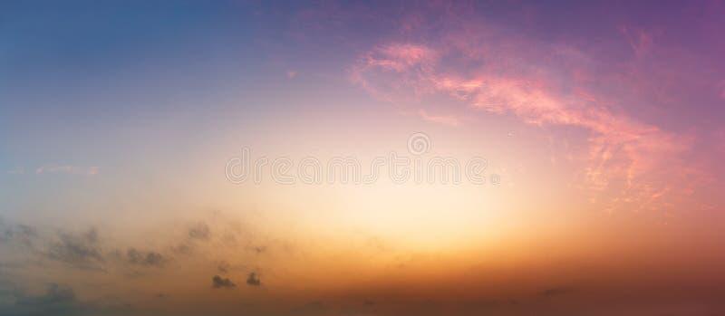 全景自然天空暮色时间背景 免版税库存图片