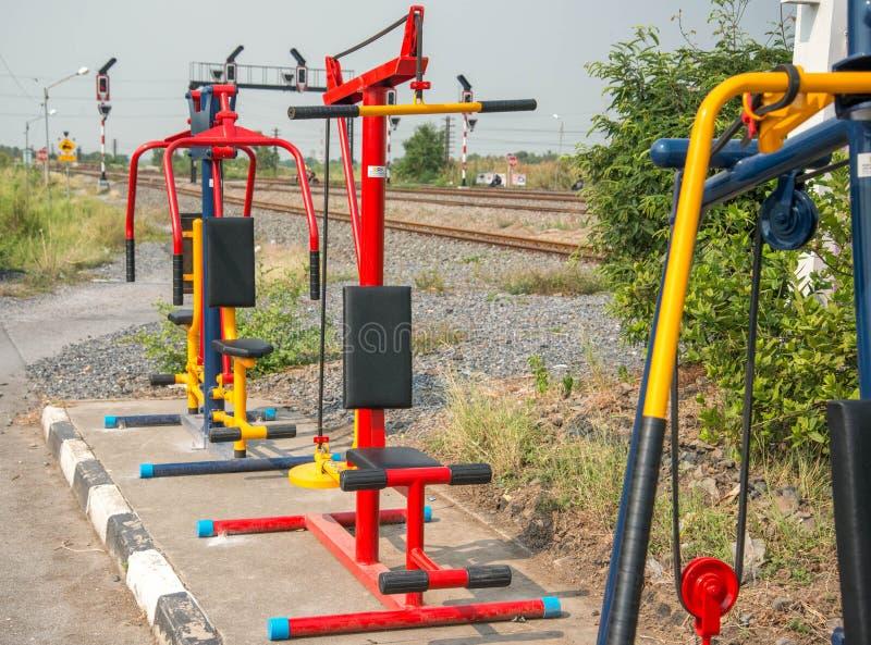 公众的健身房设备免费服务 库存图片