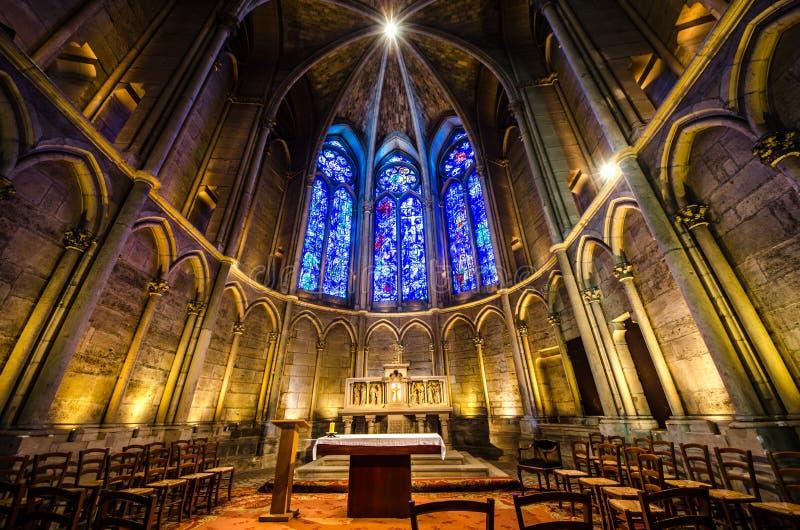 兰斯法国8月2018:兰斯cathedrale的内部  这是天主教兰斯总教区位子,法国的国王 免版税库存图片