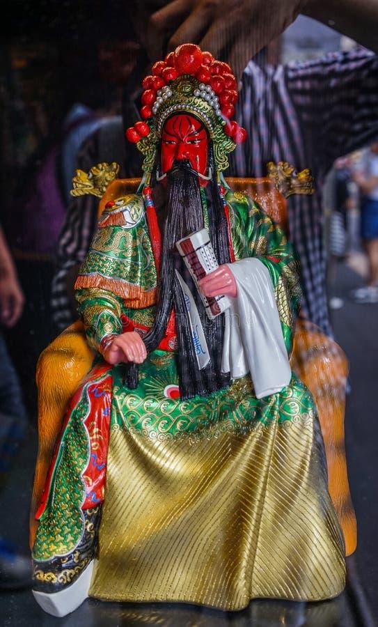 关羽玩偶在锦丽古老街道的待售 库存图片