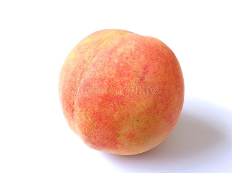 关闭在白色背景隔绝的一个新鲜的成熟桃子 免版税库存照片
