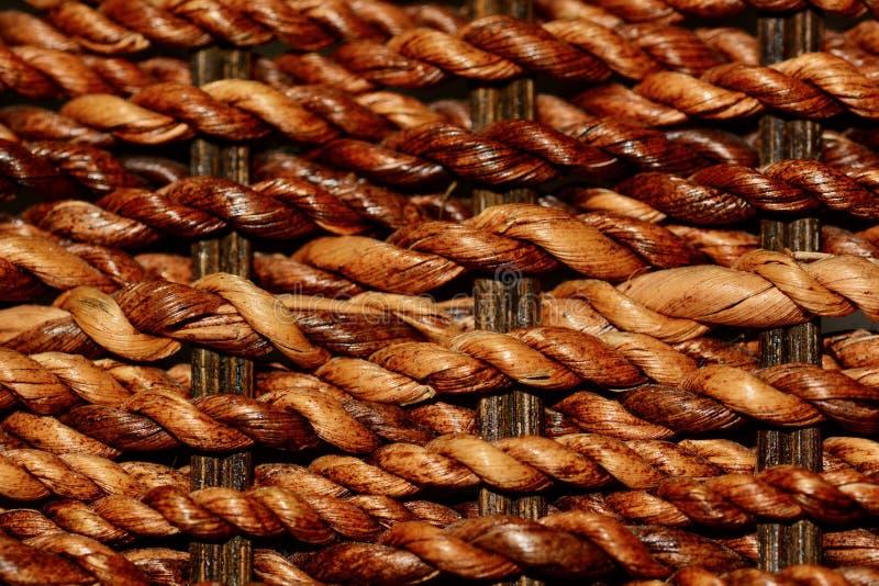 关闭被编织的藤条纹理;米黄和棕色自然颜色,背景影像 库存照片