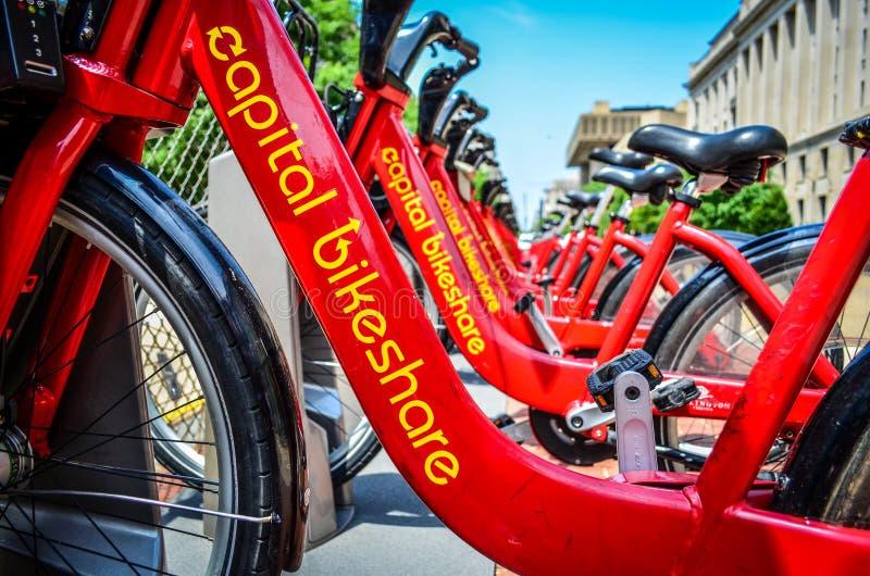 关闭资本Bikeshare,居民和游人的一个自行车出租系统在区 免版税库存照片