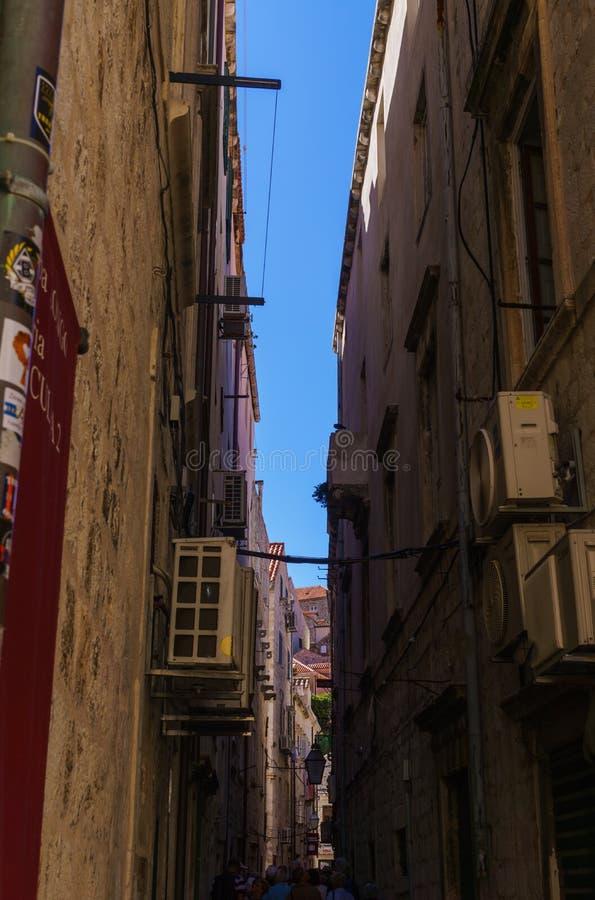 克罗地亚杜布罗夫尼克市 杜布罗夫尼克中世纪街道的看法  全景夏天视图 2018年9月 库存照片