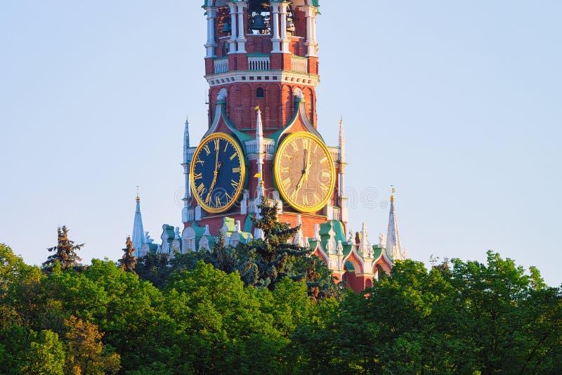 克里姆林宫Spasskaya塔时钟在莫斯科 库存照片