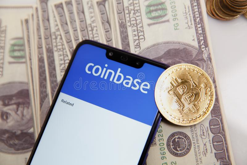 图拉,俄罗斯- 2019年2月18日:购买Bitcoin和更多,安全在显示的钱包流动应用程序 库存照片