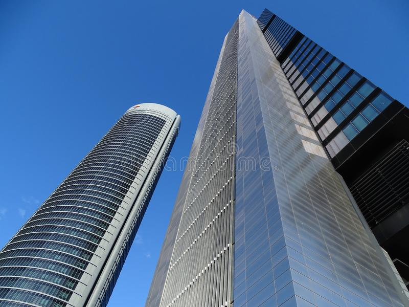 四个现代摩天大楼在Cuatro托里斯商业区 水晶、空间、Pwc和CEPSA塔在马德里,西班牙 免版税图库摄影