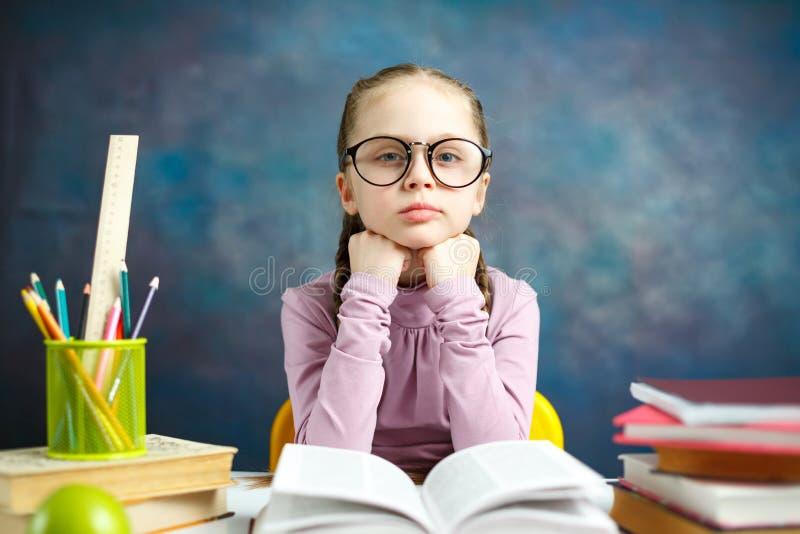 Śliczny Mały Studencki dziewczyny nauki fotografii portret fotografia stock