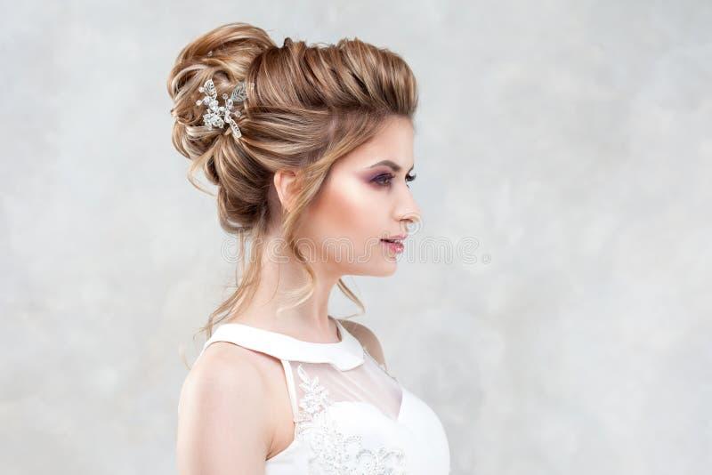 Ślubna fryzura, styl i makeup dla świętowania, obrazy royalty free
