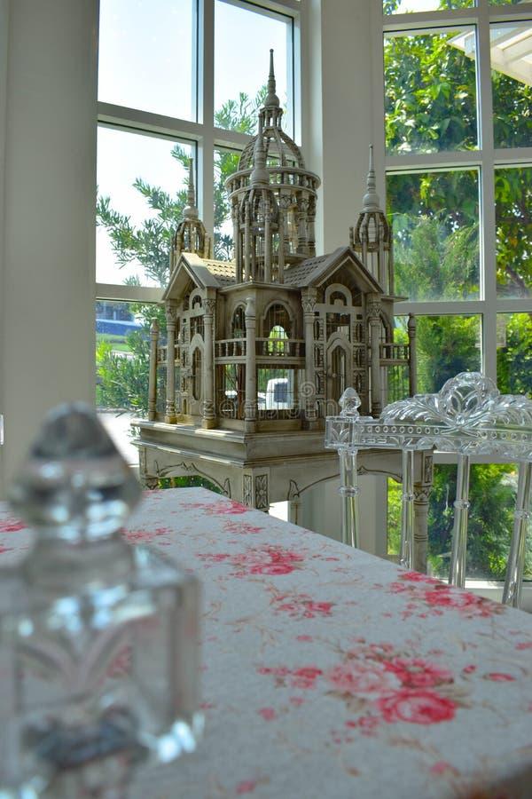 Ślubna stołowa dekoracja z kasztelem zdjęcia royalty free
