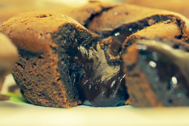 Śmietankowy ciemny czekoladowy lawa tort zdjęcia stock