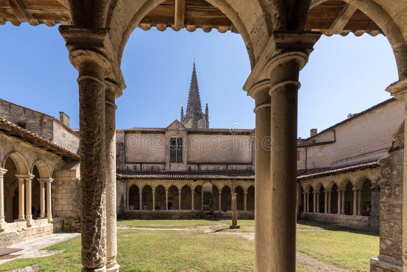 Średniowieczni Francuscy Cloisters przy Collegiale kościół święty Emilion, Francja zdjęcie royalty free