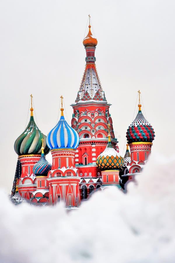 Świątobliwi basile Katedralni w Moskwa w zimie zdjęcia stock