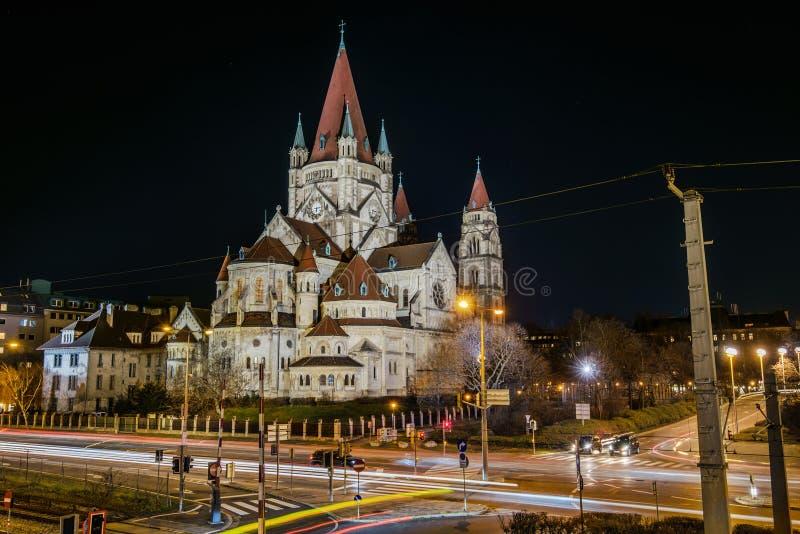 Świątobliwy Francis Assisi kościół nocą obraz stock