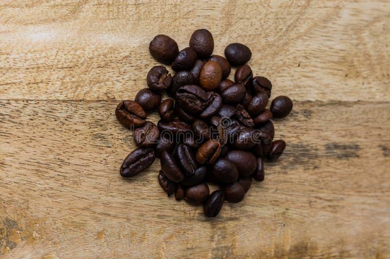 Świeżo piec coffe fasoli stos obraz stock
