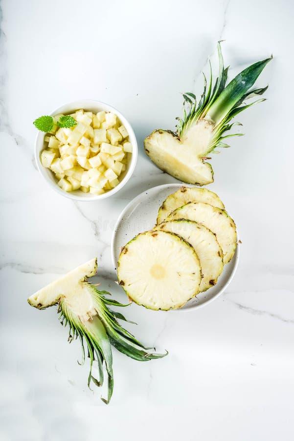 świeży ananas pokrajać obraz stock