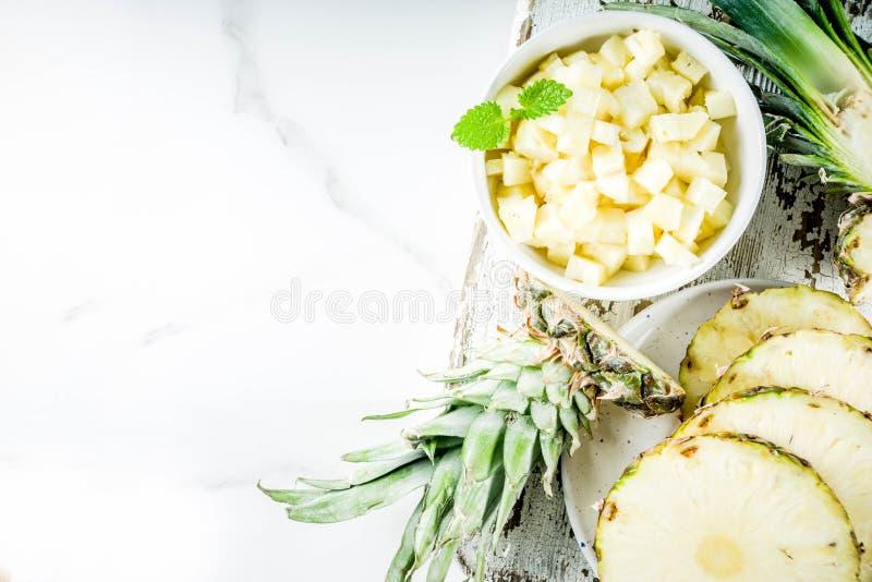 świeży ananas pokrajać obrazy stock