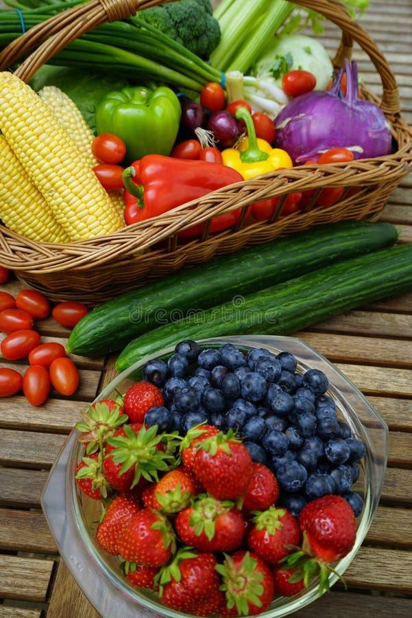 świeżych owoc organicznie warzywa fotografia royalty free