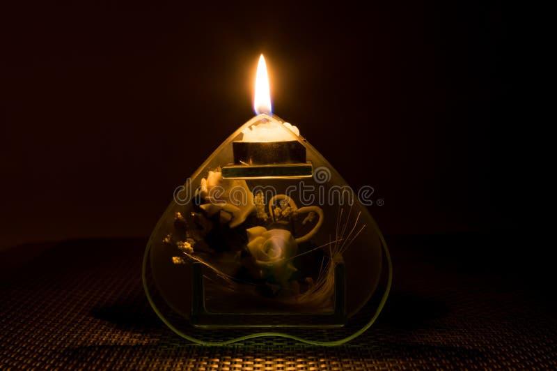 świeczka płonący zmrok obrazy stock