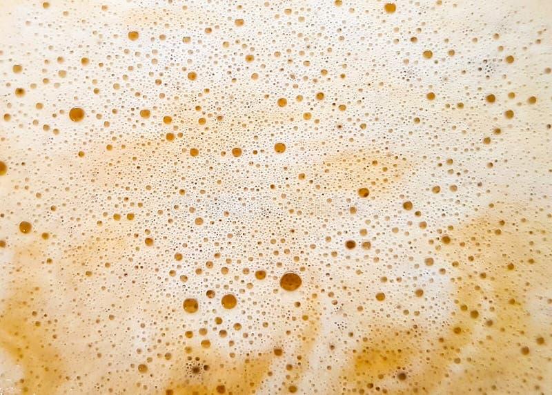 咖啡泡沫泡影;拿铁饮料的表面上的泡沫 库存照片