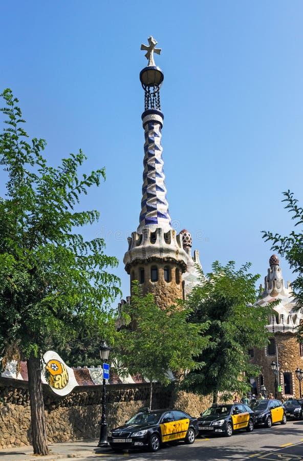 Åk taxi och parkera Guell i Barcelona royaltyfri bild