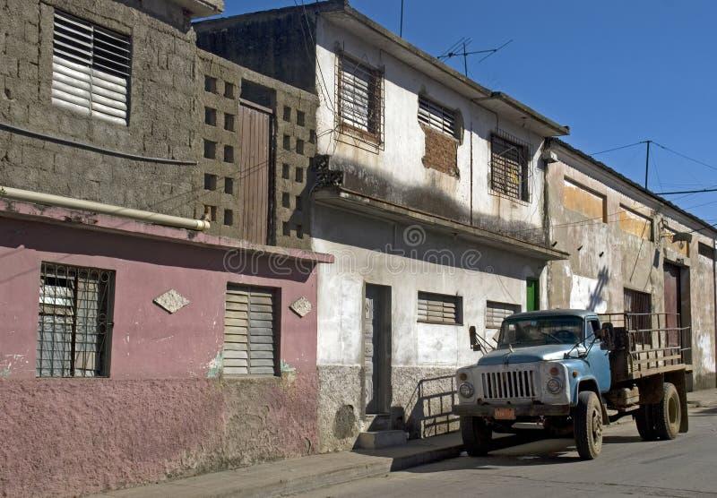 Åka lastbil i den gamla staden, Santa Clara, Kuba arkivfoto