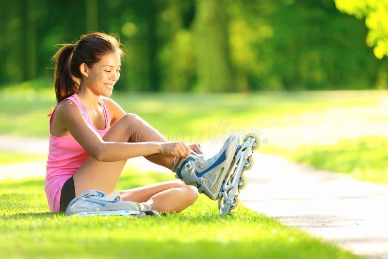 åka skridskor kvinna för park