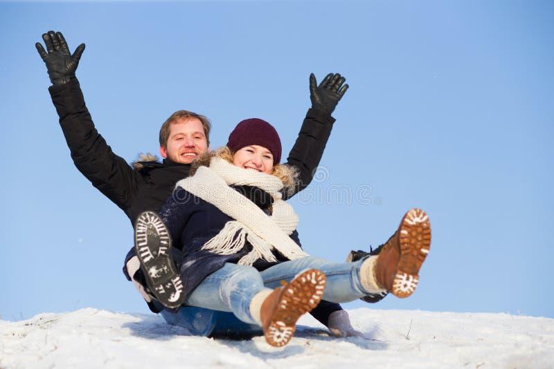 Åka släde för par royaltyfri foto