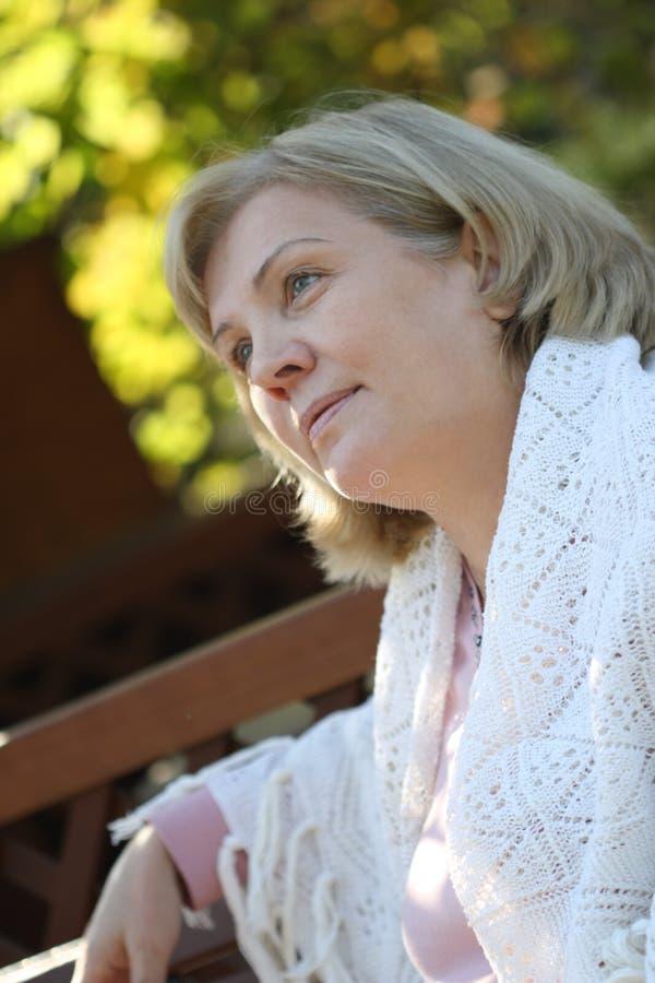 åldermittkvinna arkivfoto