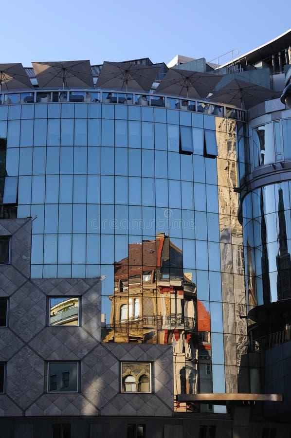 åldras olik reflexion för arkitektur royaltyfri foto