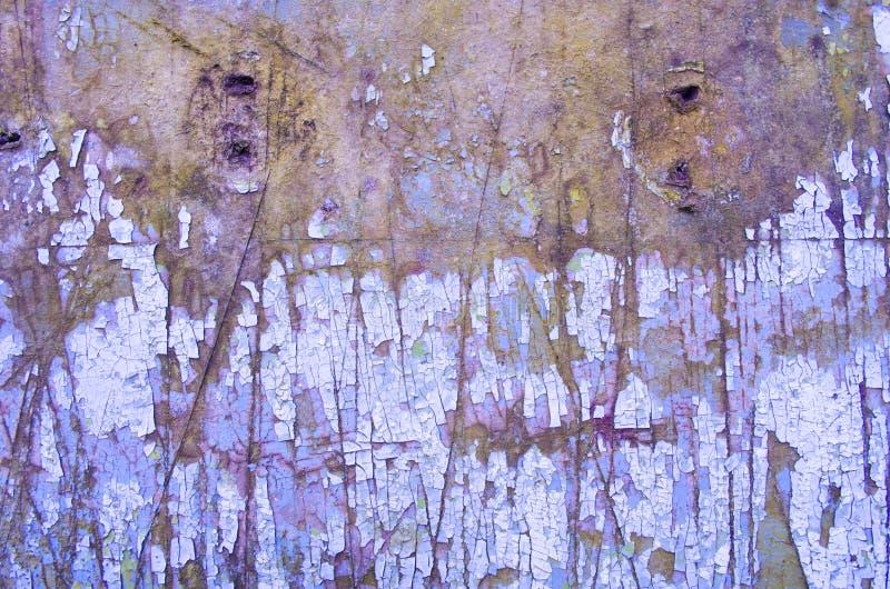 Åldrig bakgrund med skalningsmålarfärg Sprucken målarfärg på en trävägg Kan användas som en vykort Gammal skrapad målad wood ytte arkivbild