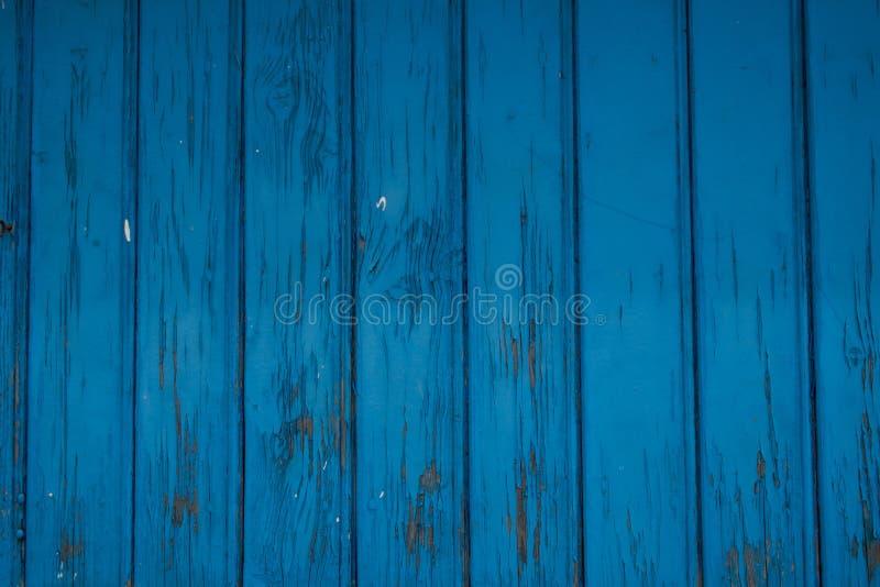 Åldrig blå trädörr, gammal blå målarfärg arkivfoton