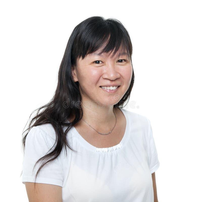 Åldrig kinesisk asiatisk kvinnastående för mitt royaltyfri foto
