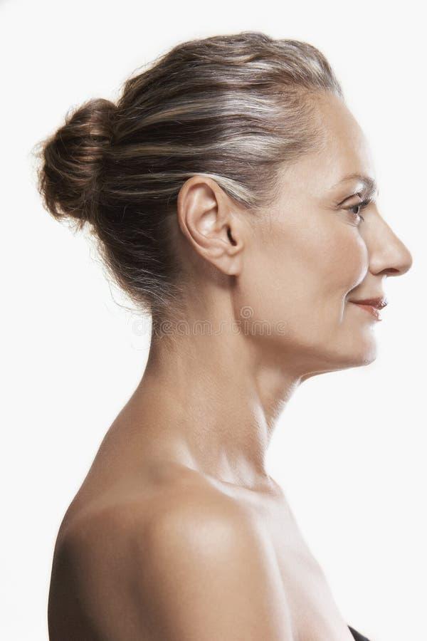 Åldrig kvinna för lycklig mitt royaltyfri foto