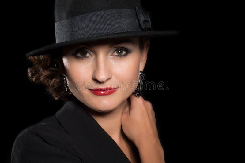 Åldrig kvinna för mitt i en hatt arkivbild