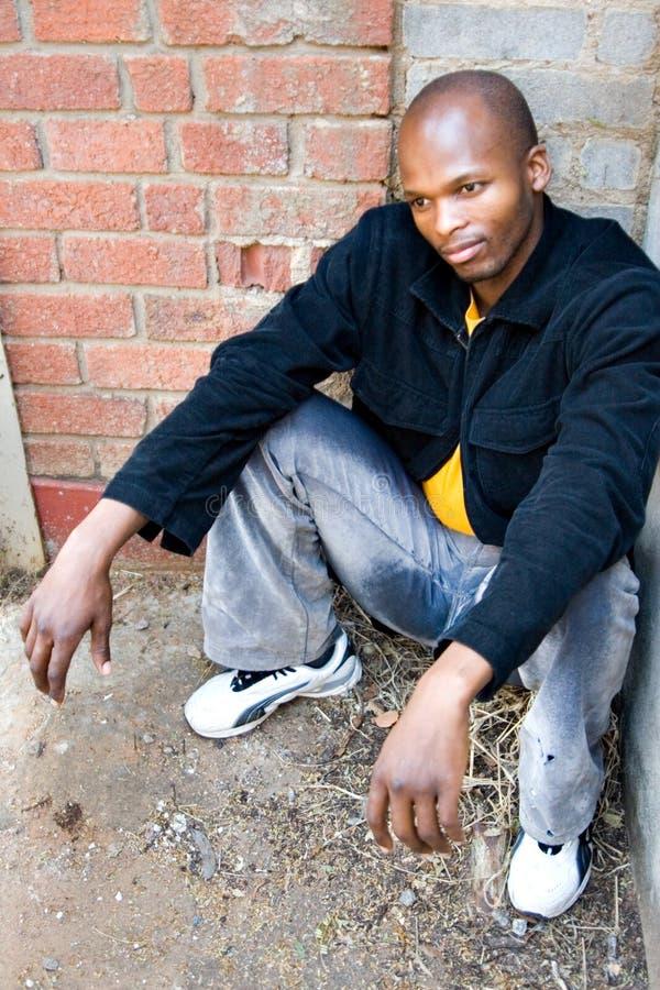 Download åldrig svart manmitt fotografering för bildbyråer. Bild av afrikansk - 996185