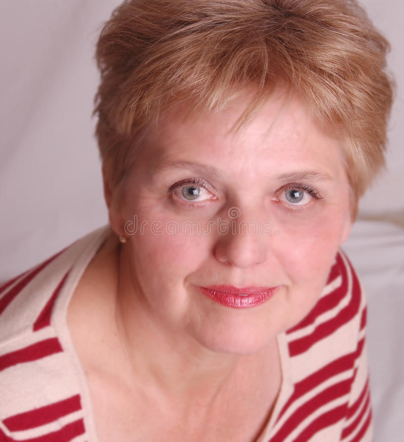 åldrig tät mitt- övre kvinna royaltyfri fotografi