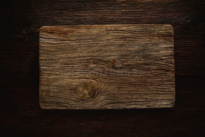Åldrig wood skärbräda som en copyspace royaltyfri bild