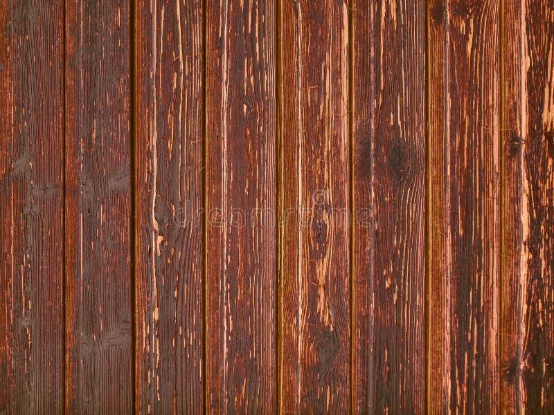 Åldriga wood sjaskiga plankor med röd skalad målarfärg royaltyfria foton