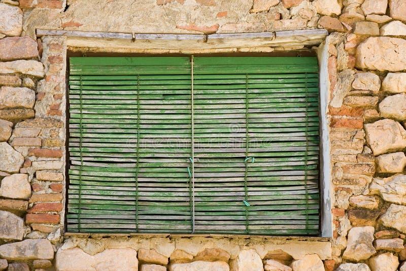 Åldrigt fönster