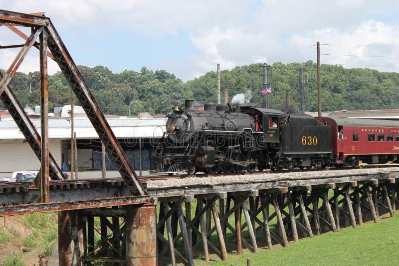 Ånga drevet från Chattanooga, TN till Summerville, GUMMIN arkivbilder