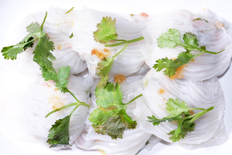 Ångad tapiokaklimp med griskött arkivfoton