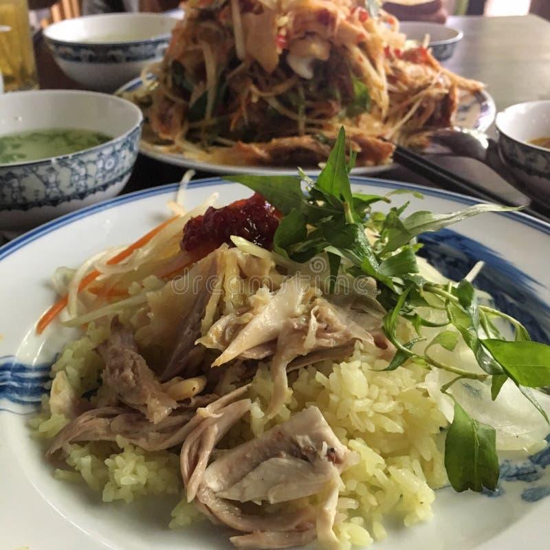 Ångade ris med höna i Hoi An stil arkivfoton