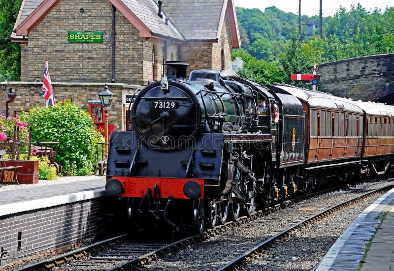Ångalokomotiv i den Arley stationen royaltyfri fotografi