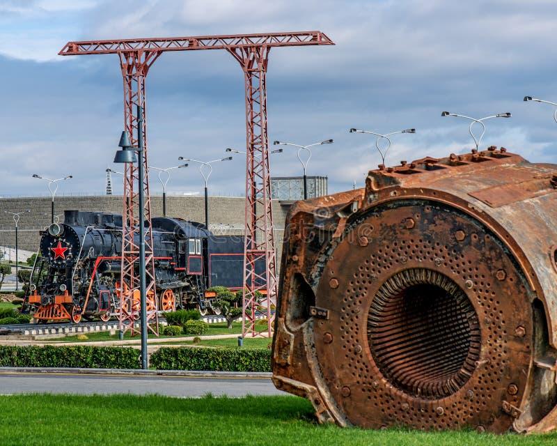 Ångalokomotiv i stad royaltyfri bild
