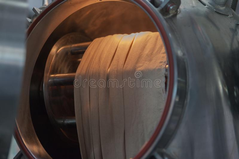 ångamaskin på fabriken fotografering för bildbyråer