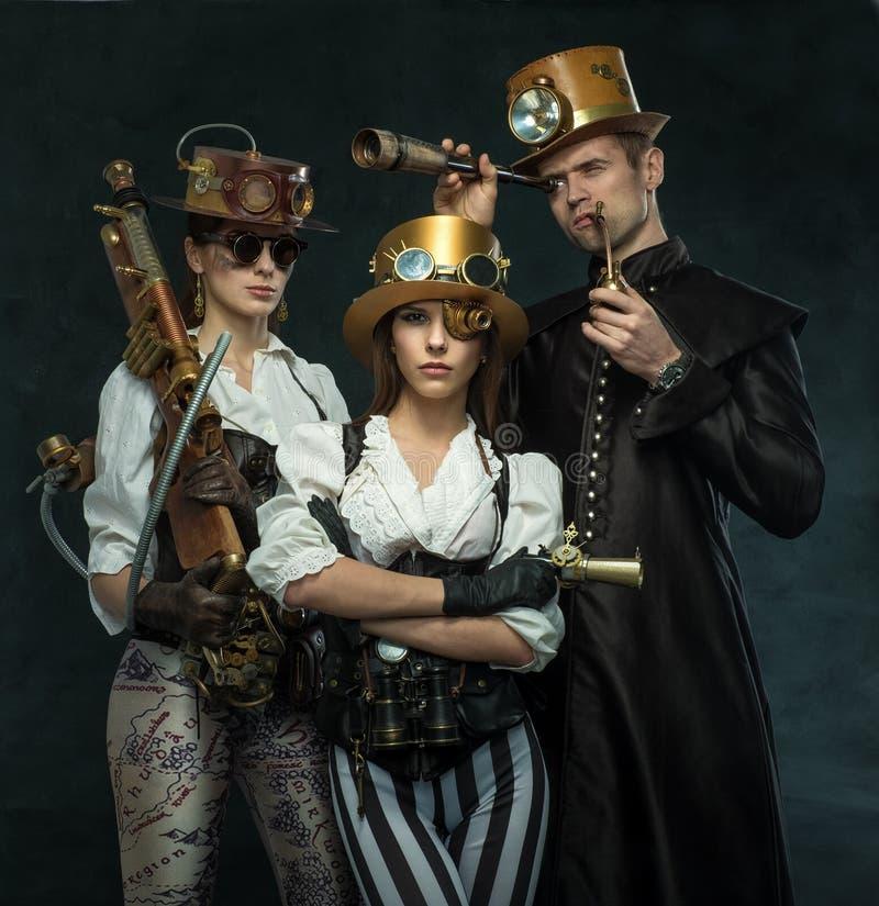 Ångapunkrockstil Folket av den viktorianska eran i en alternat royaltyfria bilder
