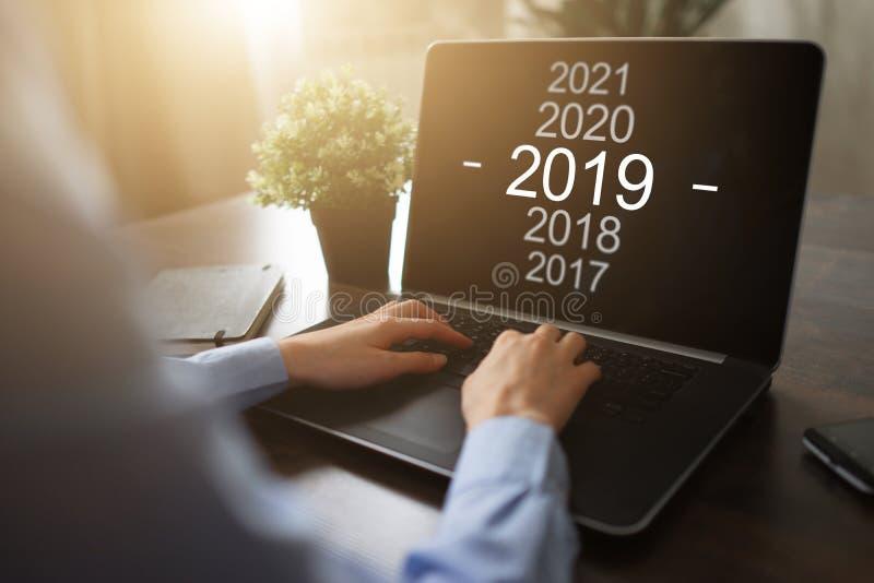 2019 år ändring Målinställning och affärsstrategi begreppsmässig finansiell isolerad white för tillväxt bild royaltyfria foton